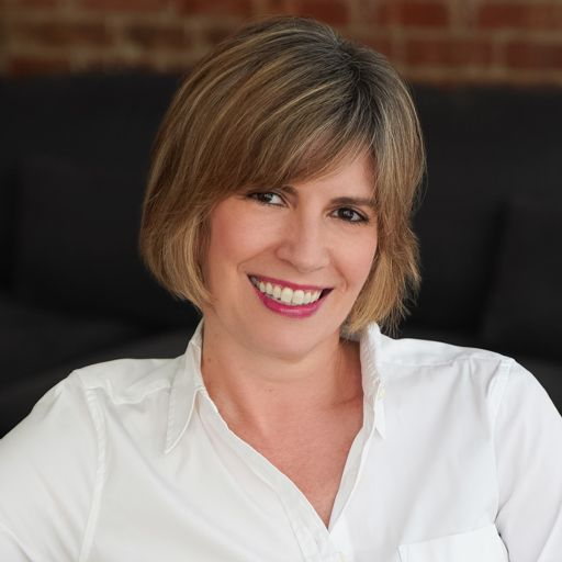 Kelly Hoey is the author of Build Your Dream Network /Ep2169 from
